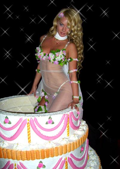 Картинка женщина в торте